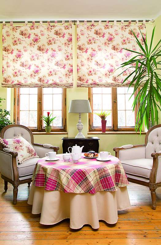 Living room Mirella Pink Stripes & Flowers