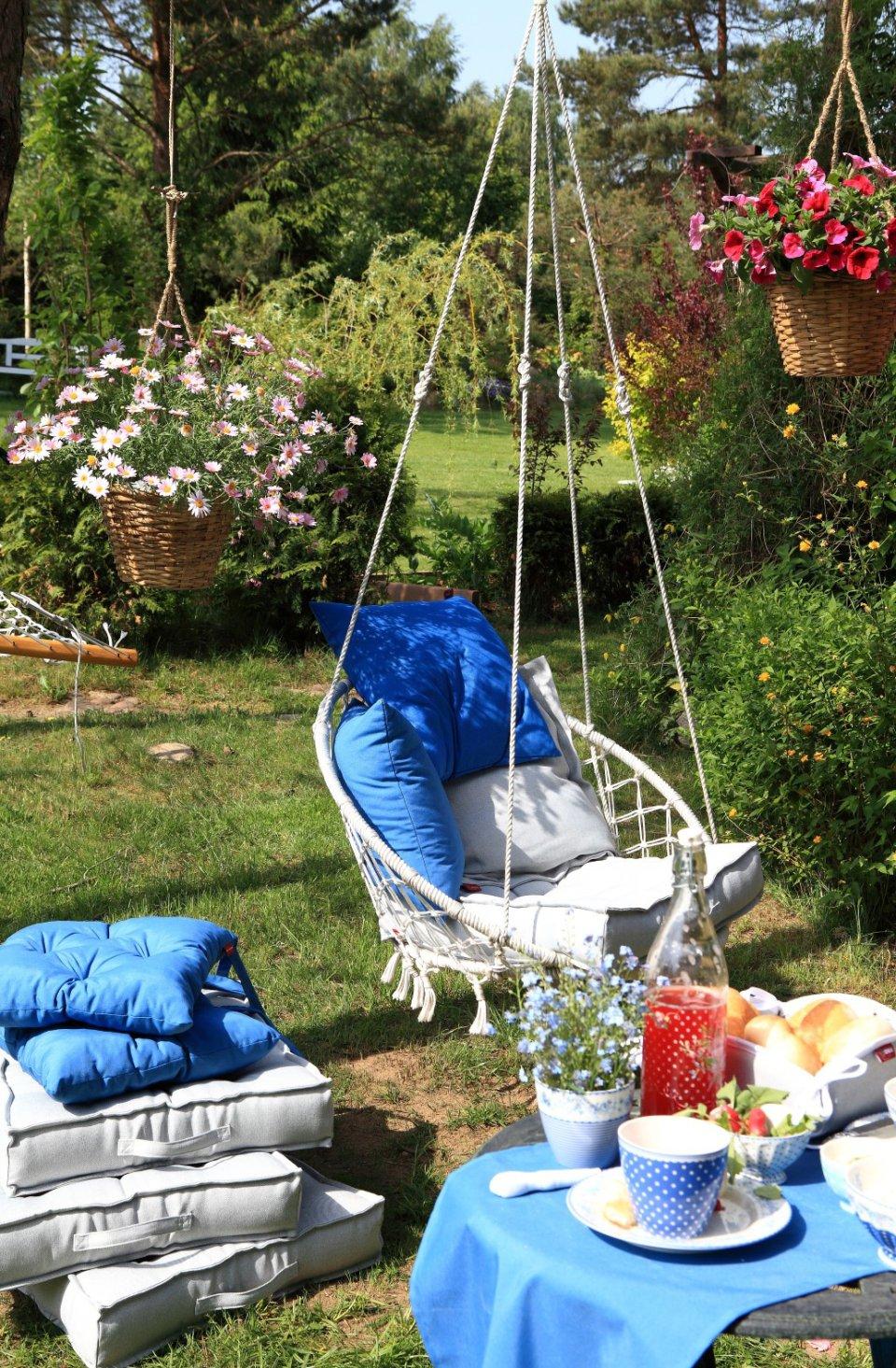 Záhrada blue and grey