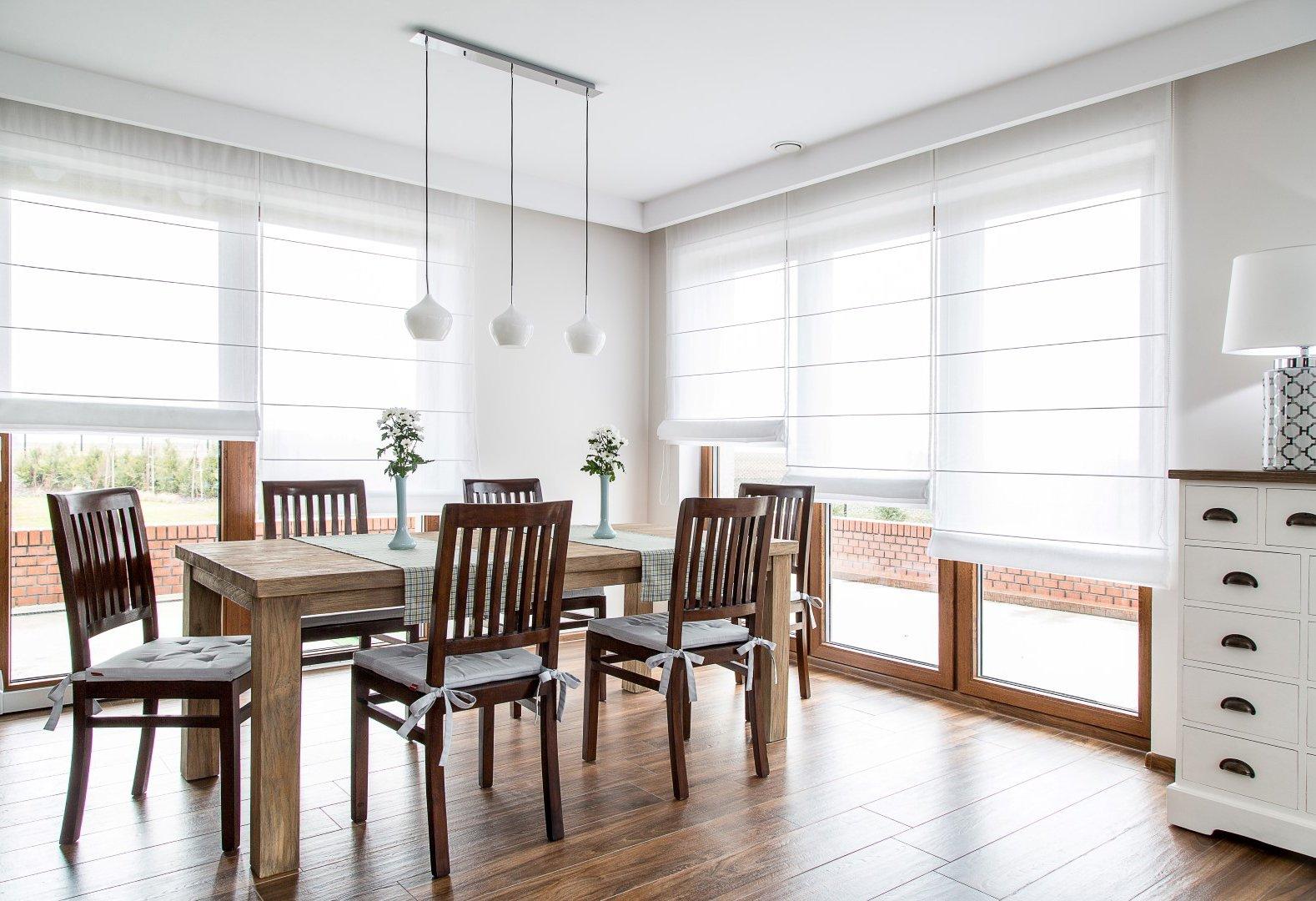 Jedáleň v bielej
