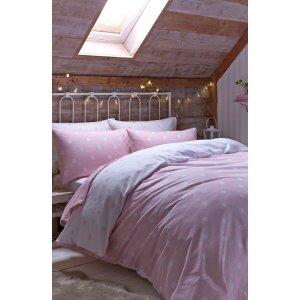 Schlafzimmer mit Rosa dekoriert