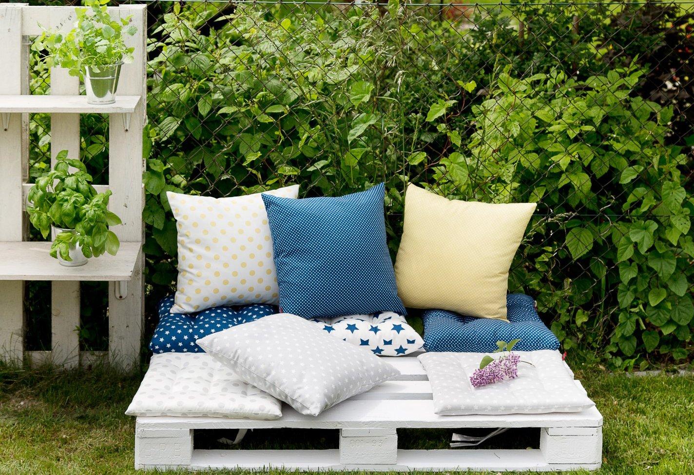Ogród wygodne i modne siedziska