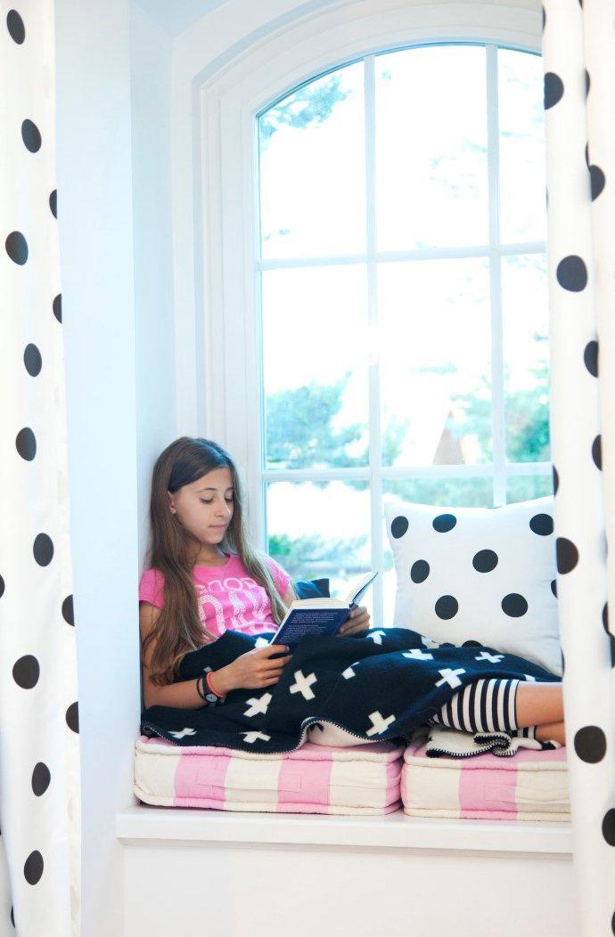 Mädchenzimmer in Schwarz & Weiß