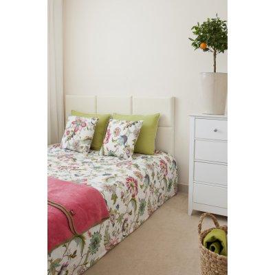 Spálňa s kvetmi a elegantne