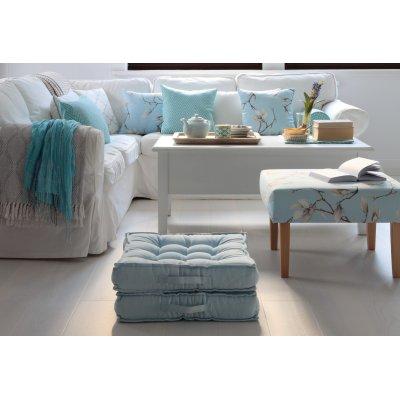Obývačka s bielou a modrou