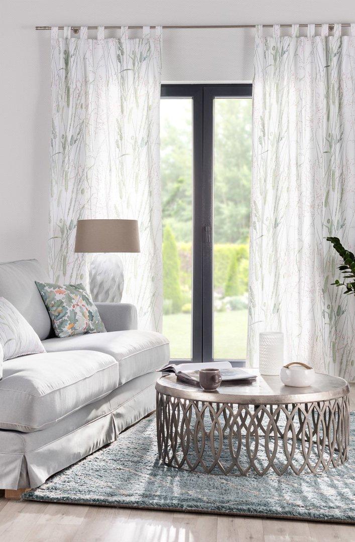 Obývací pokoj v přírodních barvách