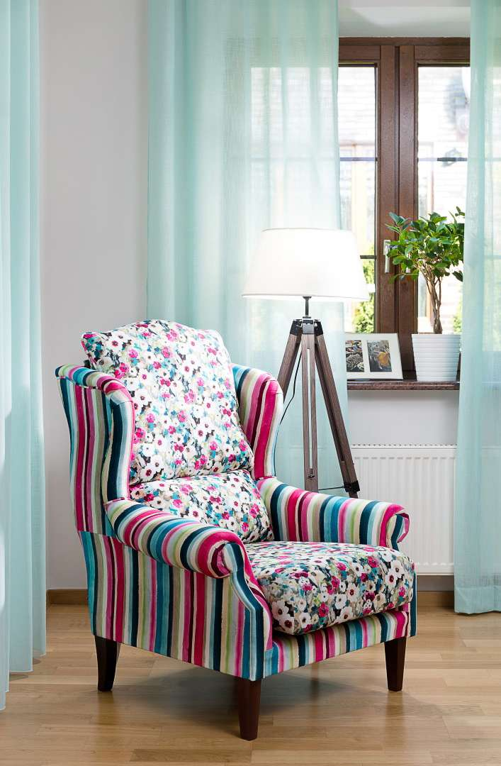 Romantický obývací pokoj - v hlavní roli křeslo