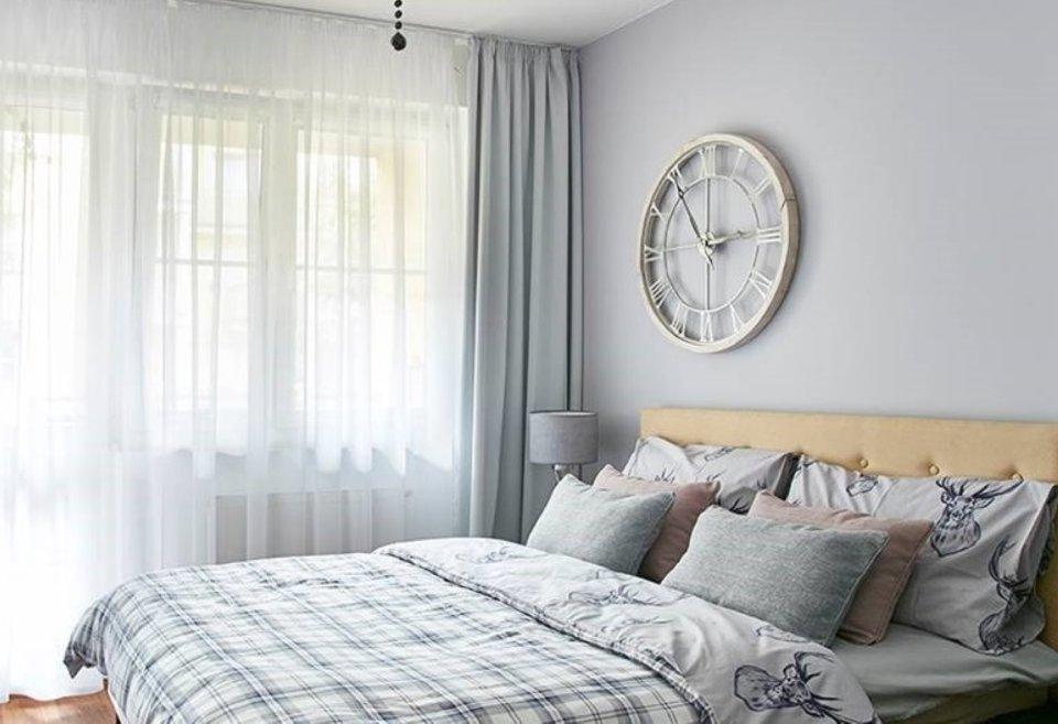 Moderní ložnice ve skandinávském stylu