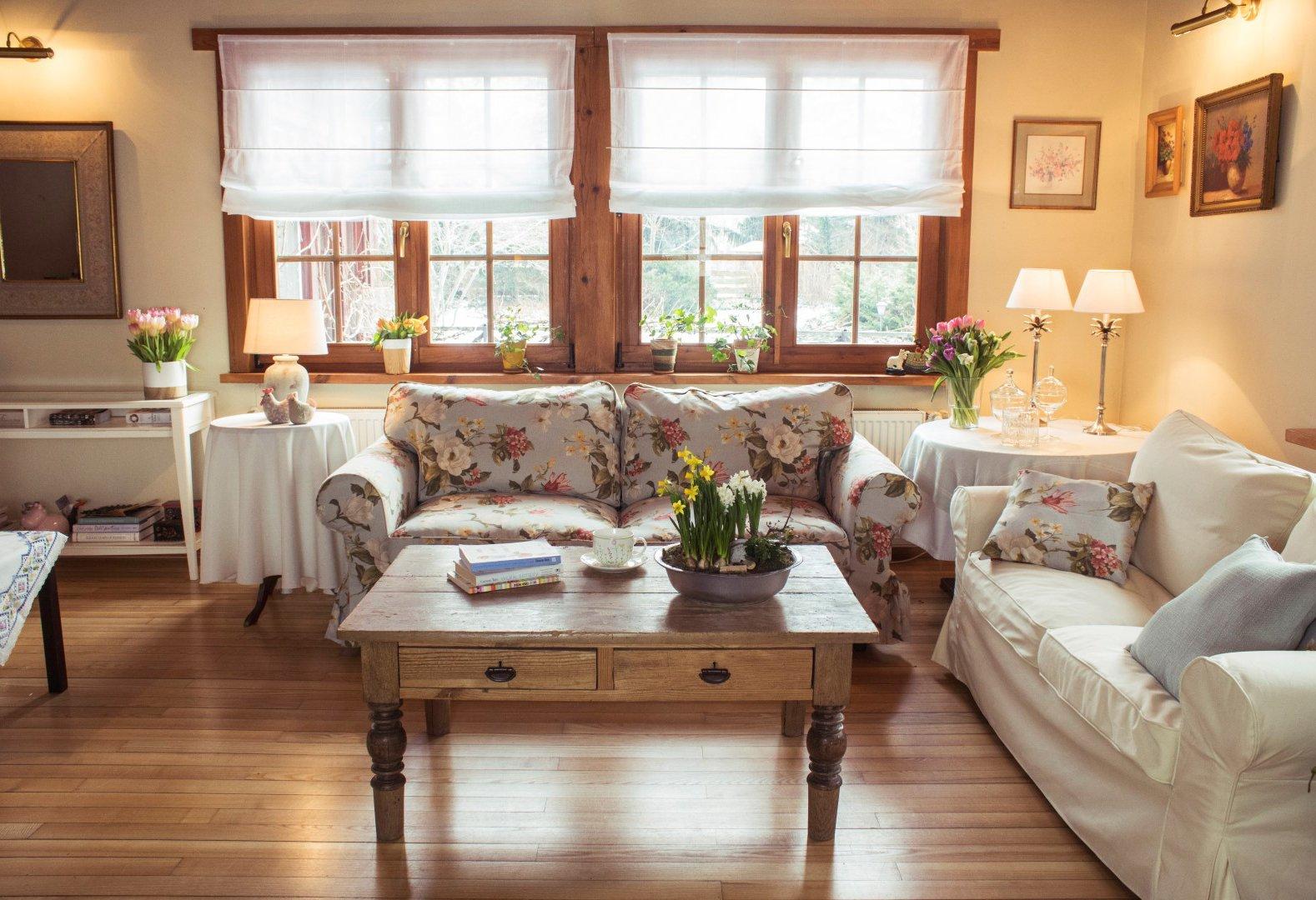 Útulná obývačka na jar